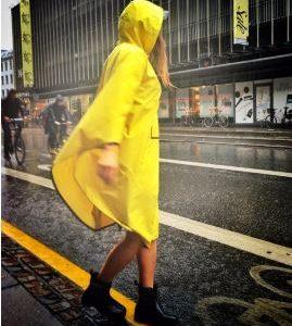 the people poncho jaune