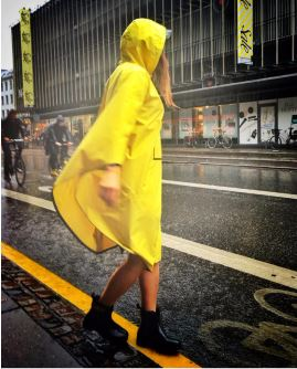 the people poncho jaune