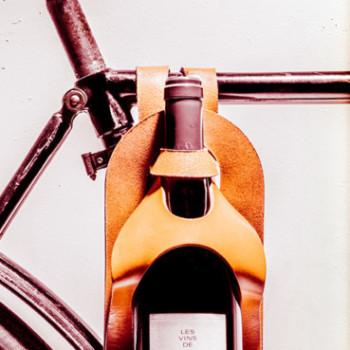 porte bouteille en cuir pour emmener sa bouteille de vin en balade